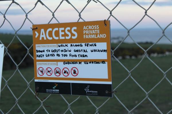 https://www.walkingaccess.govt.nz/assets/cead354287/2013-RWNZ-signage-on-farm-fence-near-Bull-Creek-Otago-2__ResizedImageWzYwMCw0MDBd.JPG
